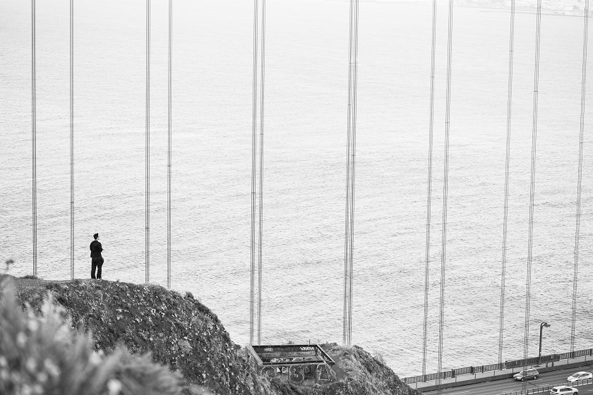 man-stands-at-the-edge-of-the-cliff-near-the-golden-gate-bridge-picjumbo-com